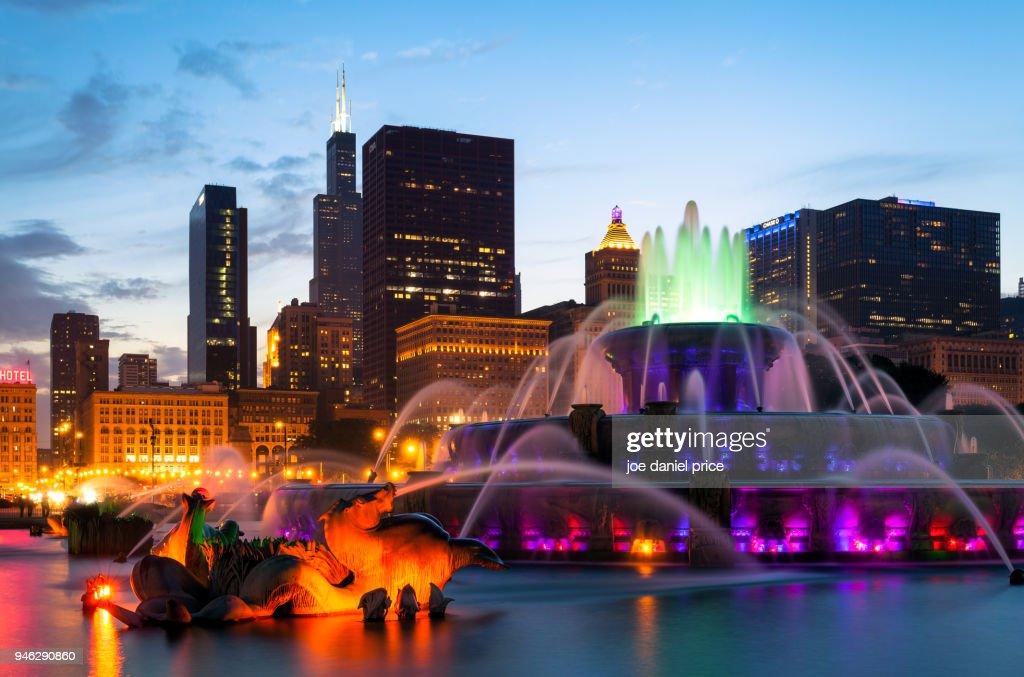 Buckingham Fountain, Millennium Park, Chicago, Illinois, America : Stock Photo