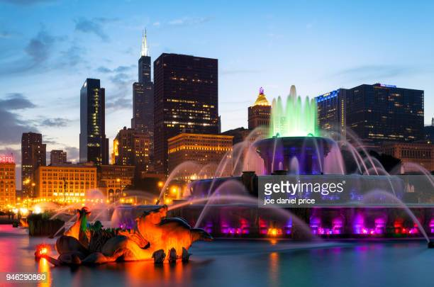buckingham fountain, millennium park, chicago, illinois, america - chicago stock pictures, royalty-free photos & images
