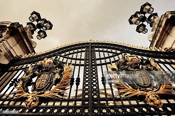 バッキンガム宮殿の門、ロンドン - バッキンガム宮殿 ストックフォトと画像