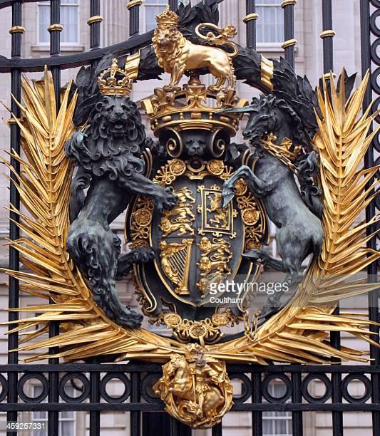 buckingham palace gate - buckingham palace crest stock pictures, royalty-free photos & images