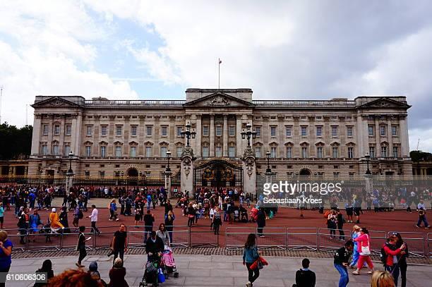buckingham palace, people, london, united kingdom - 1910 stock pictures, royalty-free photos & images