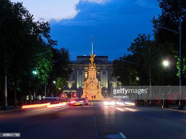 バッキンガム宮殿 - ロンドン ザ・マル ストックフォトと画像