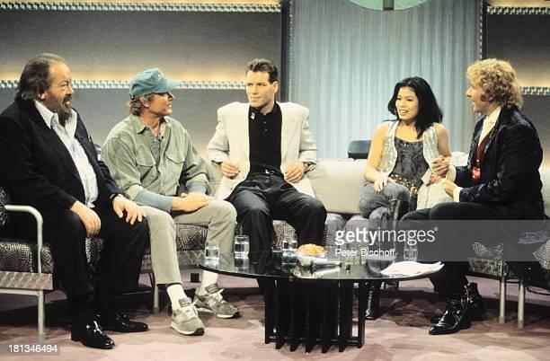 Bud Spencer Terence Hill Henry Maske Vanessa Mae Thomas Gottschalk ZDFShow 'Wetten dass ' Bremerhaven Deutschland Getränk Glas Sofa Couch Tisch...
