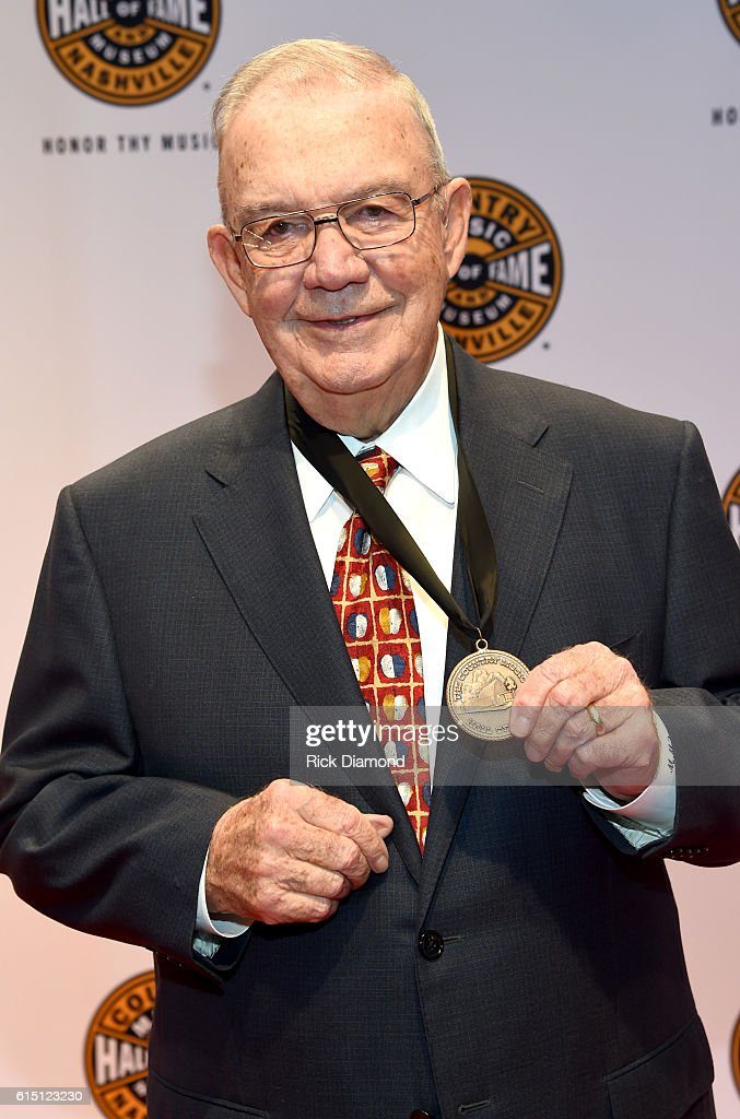 The Country Music Hall of Fame and Museum 2016 Medallion Ceremony - Red Carpet : News Photo