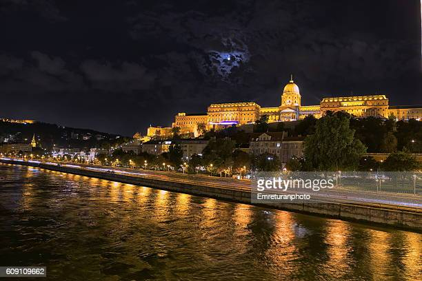 buda castle at night - emreturanphoto stock pictures, royalty-free photos & images
