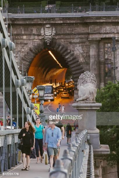 túnel do castelo de buda - ponte széchenyi lánchíd - fotografias e filmes do acervo