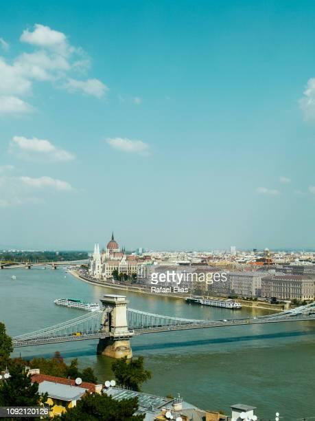 budapest (hungary) cityscape - ponte széchenyi lánchíd - fotografias e filmes do acervo
