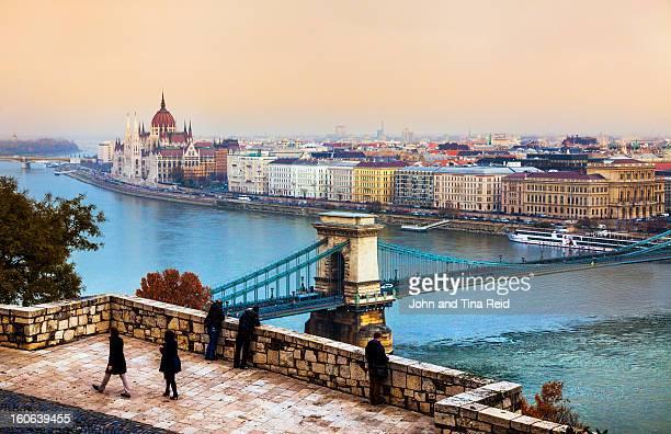 budapest - hungarian pastels - sede do parlamento húngaro - fotografias e filmes do acervo