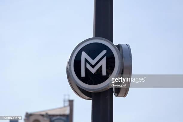 metro van boedapest teken - gwengoat stockfoto's en -beelden
