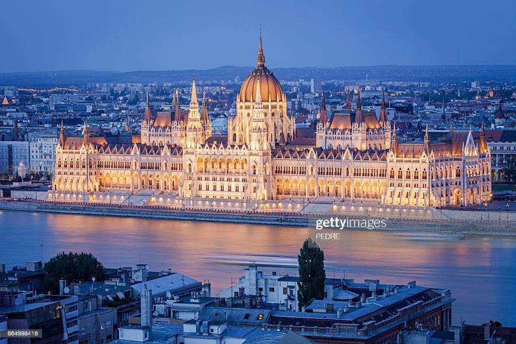 Budapeste Parlamento, à noite : Foto de stock