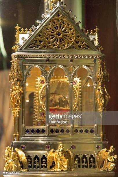 budapest, st stephen's basilica, reliquary - reliquie stock-fotos und bilder