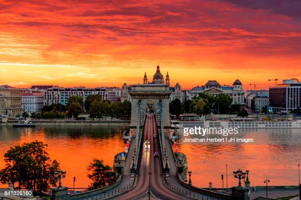 budapest sunset - ponte széchenyi lánchíd - fotografias e filmes do acervo