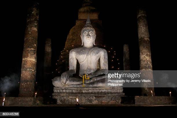 buddha at wat sa si, sukhothai historical park, thailand - theravada stock pictures, royalty-free photos & images