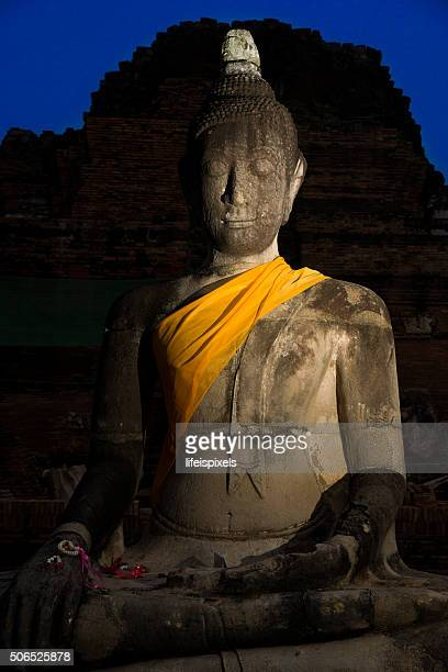 buddha image sitting silently in the dark - lifeispixels stock pictures, royalty-free photos & images