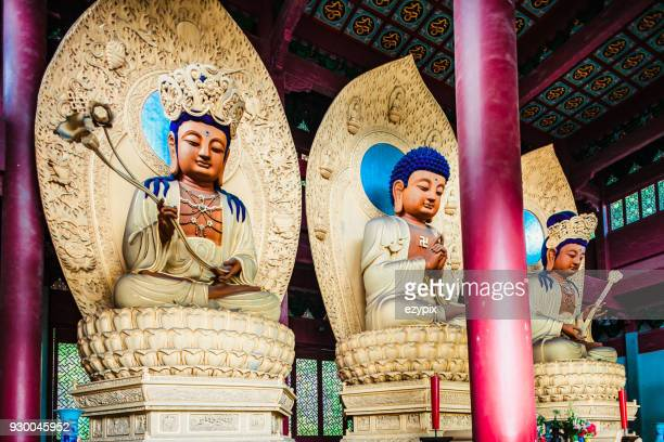 buddha lingyin-tempel in hangzhou - bodhisattva stock pictures, royalty-free photos & images