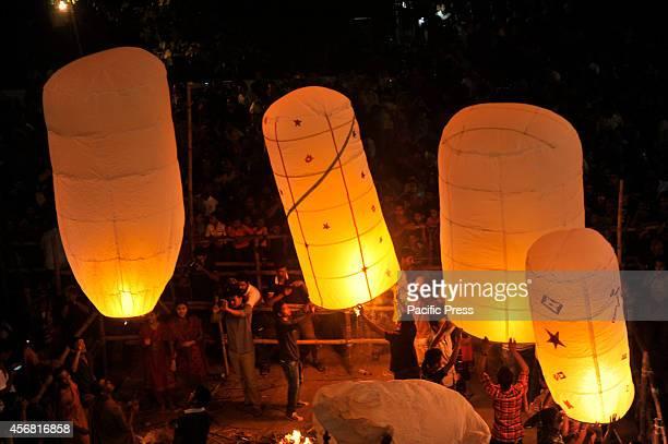 Buddha people flying fire balloons or fanush during the Probarona Purnima at Dharmarazik Buddha Bihar Bashabo in Dhaka Probarona Purnima is one of...