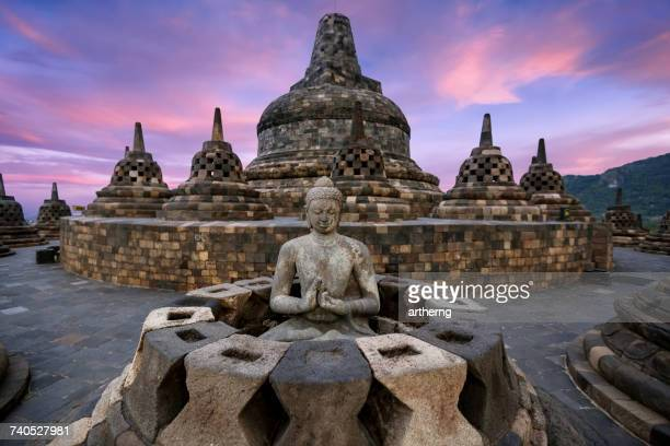 buddha statue at borobudur, magelang, yogyakarta, central java, indonesia - java indonesia fotografías e imágenes de stock