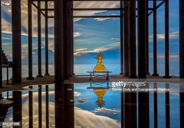 buddha statue at outdoor temple hall on the sea - strand pattaya stock-fotos und bilder