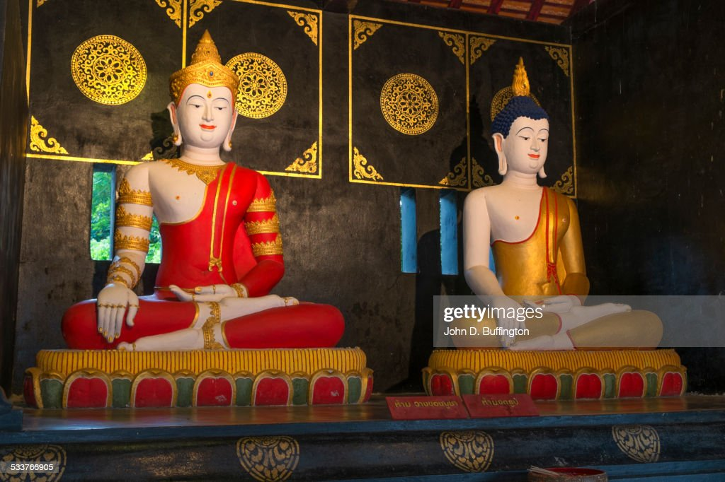 Buddha statues in ornate temple, Chiang Mai, Chiang Mai Province, Thailand : Foto stock