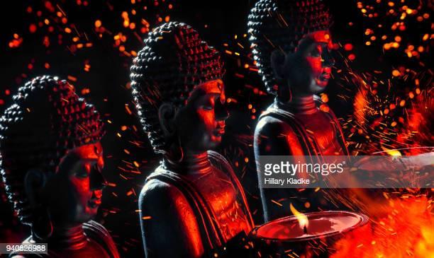 buddha statues with fire - 仏陀 ストックフォトと画像