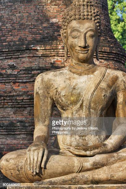 buddha, wat mahathat, sukhothai historical park, thailand - theravada stock pictures, royalty-free photos & images