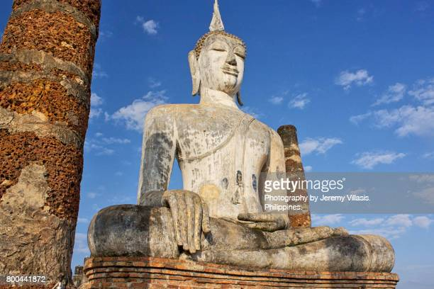 buddha, wat mahathat, sukhothai historical park, thailand - jeremy chan stock pictures, royalty-free photos & images