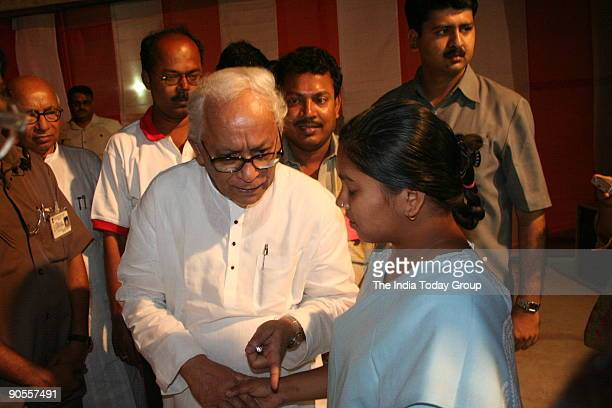 Buddhadeb Bhattacharya Chief Minister of West Bengal met the visually handicapped student Rinku who has received lots of encouragement from the CM...
