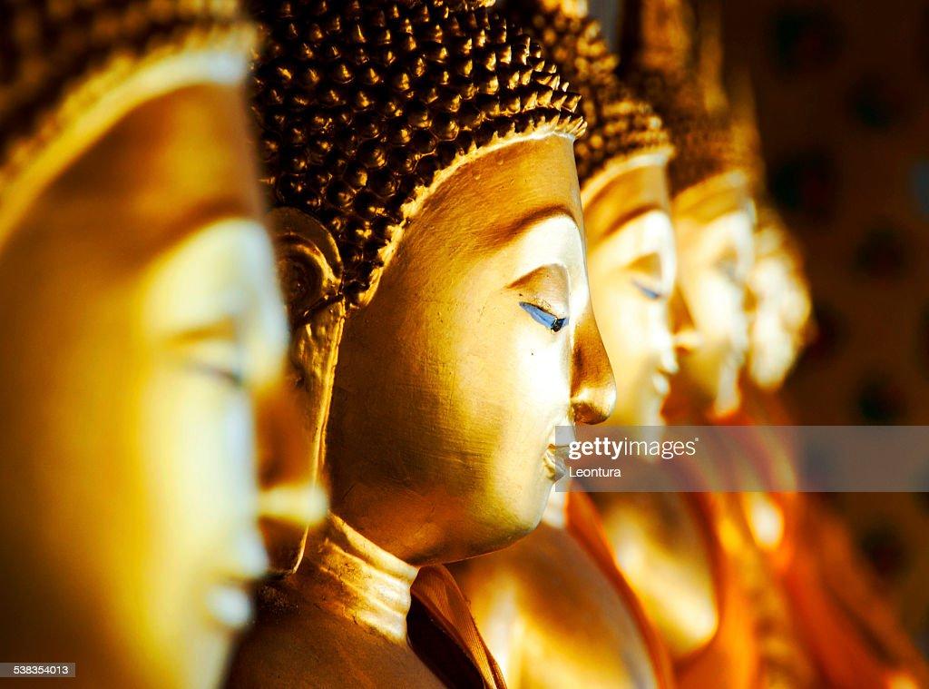 Buddhas centenarios de Wat Arun, Bangkok, Tailandia : Foto de stock