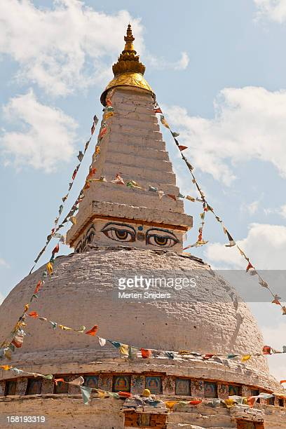 buddha's eyes on chendebji chorten stupa - merten snijders stock pictures, royalty-free photos & images