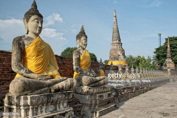 buddhas in wat yai chai mongkol in ayutthaya, thailand - jeremy chan stock pictures, royalty-free photos & images