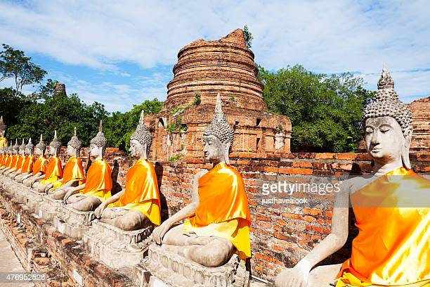 Buddhas on wall in Wat Yai Chai Mongkol