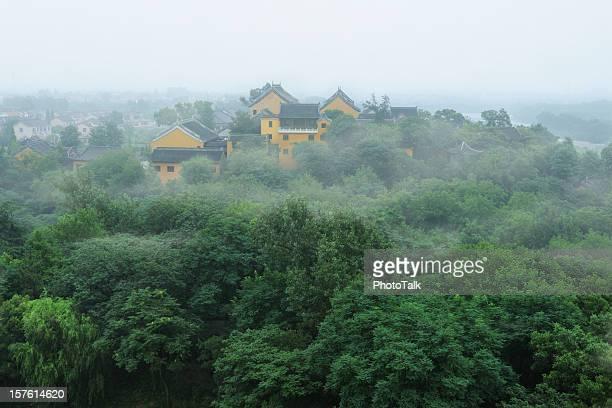 buddismo tempio in montagna-xlarge - yangzhou foto e immagini stock