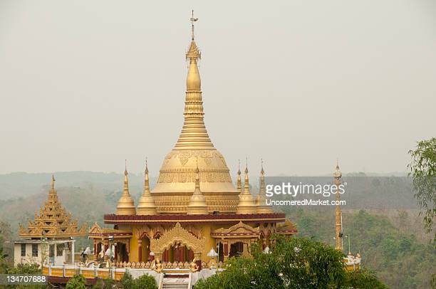 buddhist golden temple in bandarban, bangladesh - チッタゴン ストックフォトと画像