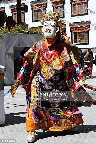 buddhist mask dancer, ladakh - dietmar temps 個照片及圖片檔