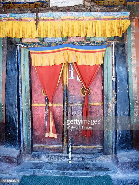 buddhist monastery door upper mustang nepal - lo manthang stock pictures, royalty-free photos & images