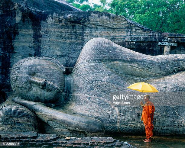 buddhist monk at the gal vihara in sri lanka - buddha foto e immagini stock