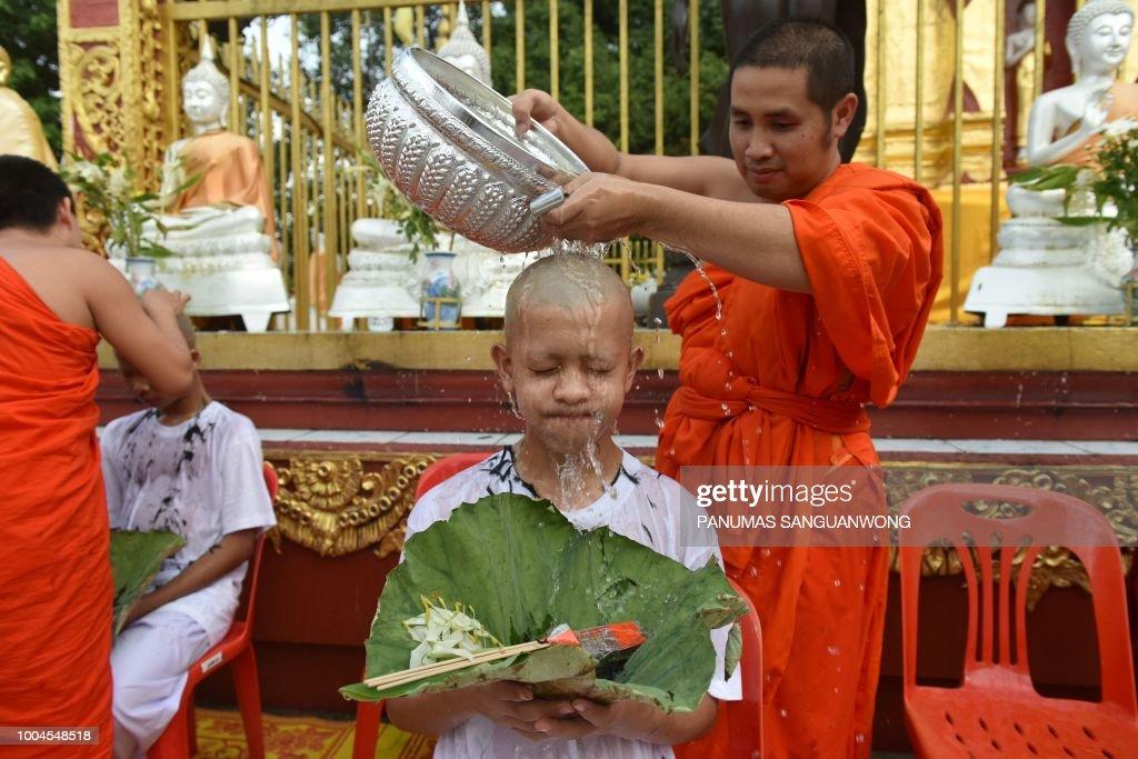 TOPSHOT-THAILAND-CAVE-ACCIDENT-RELIGION-BUDDHISM : News Photo