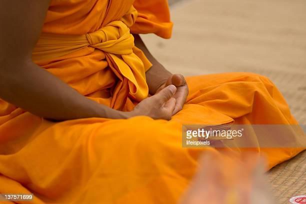 buddhist monk meditating - lifeispixels stock-fotos und bilder