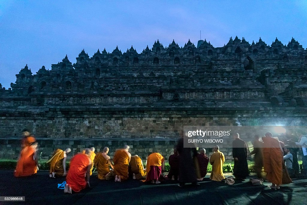 TOPSHOT-INDONESIA-RELIGION-BUDDHISM : News Photo