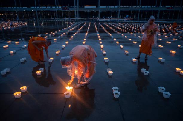 THA: Thai Buddhists Celebrate Asalha Puja