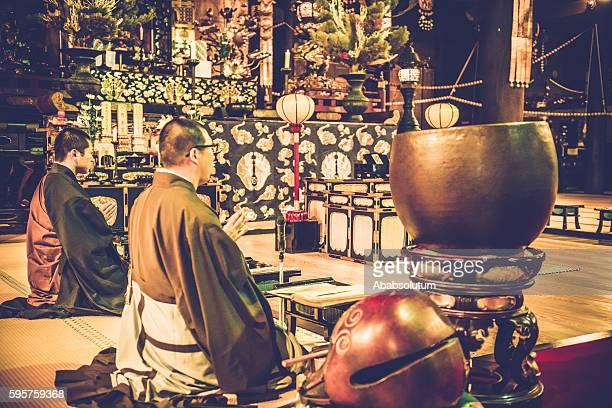 仏教の僧侶が誇る chion 寺で 京都,japan - 詠唱 ストックフォトと画像