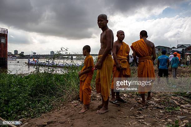 Buddhist monks watch boat crews training on the morning of the first day of the Water Festival on November 13 2016 in Phnom Penh Cambodia The yearly...