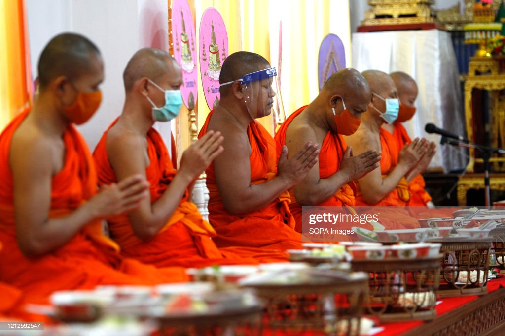 Buddhist monks wearing face masks as a preventive measure... : News Photo