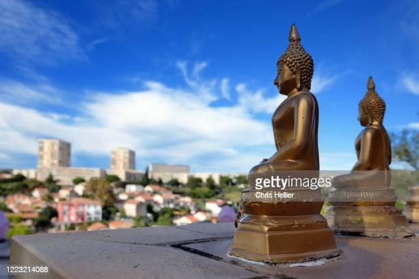 buddhist statues overlooking the city suburbs of marseille - 仏陀の目 ストックフォトと画像