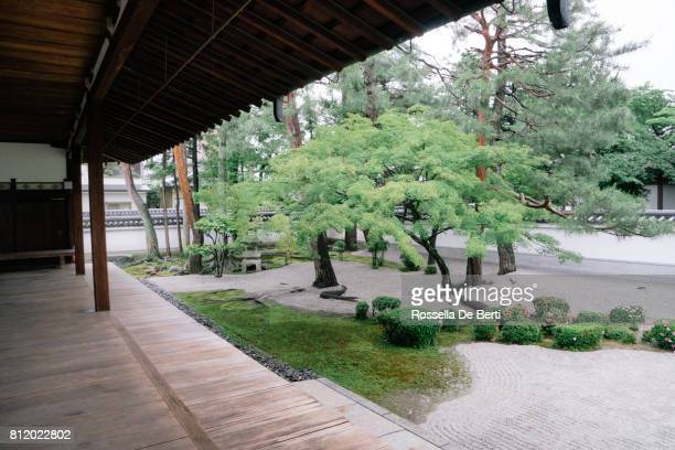 仏教寺ガーデン ビュー - 日本庭園 ストックフォトと画像