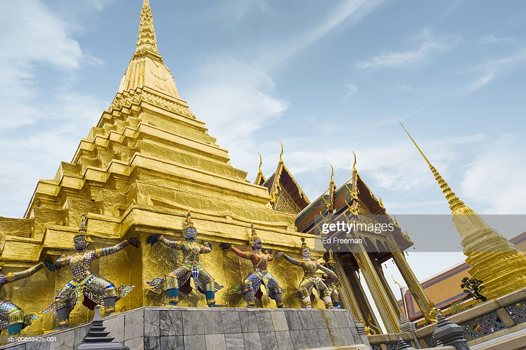 Buddhist temple, low angle view : Foto stock