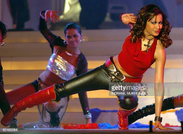 Budding Bollywood starlet Niccolette performs during the Pond's Femina Miss India 2005 finals of the beauty pageant in Bombay 27 March 2005The...