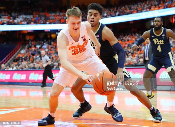 Buddy Boeheim of the Syracuse Orange reacts to a loose ball in front of Malik Ellison of the Pittsburgh Panthers during the second half at the...