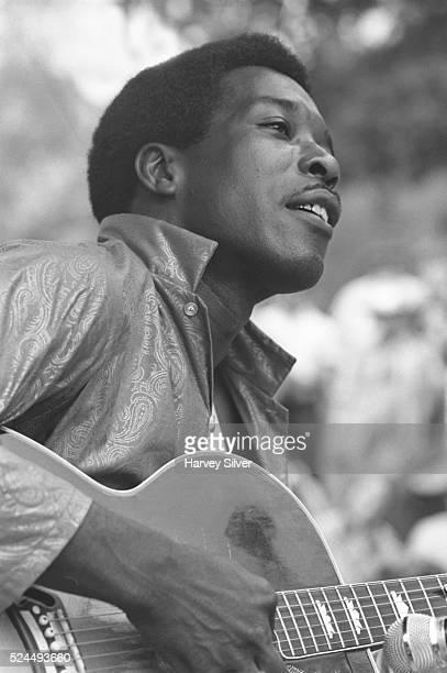 Buddy Guy performs at a guitar workshop during the 1968 Philadelphia Folk Festival
