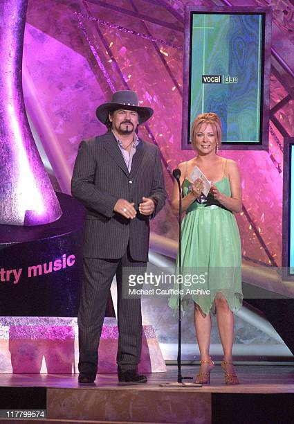 Buddy Jewell and Karri Turner present the Top Vocal Duo Award